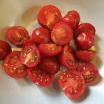 Fleischbrühe kochen: Hier sehen Sie die geschnittenen Tomaten